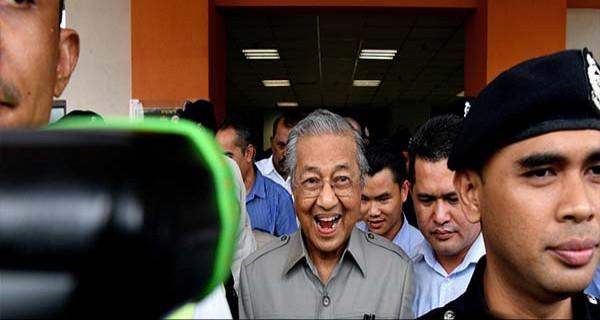 Raja Malaysia Kabulkan Pengunduran Diri Mahathir, Siapa Penggantinya? - JPNN.com