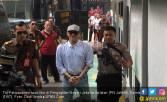 Begini Penampilan Tio Pakusadewo Jelang Sidang Vonis - JPNN.COM