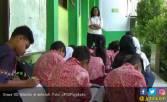 Semua Guru Dimutasi, Puluhan Siswa SD Telantar - JPNN.COM