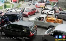 Presiden Tertimpa Tiang Traffic Light, Terluka dan Pingsan - JPNN.COM