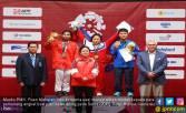 Menko PMK Serahkan Medali untuk Pemenang Angkat Besi Putri - JPNN.COM