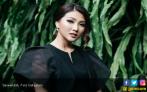 Cerita Sarwendah Setelah Rumahnya Dilempari Batu - JPNN.COM