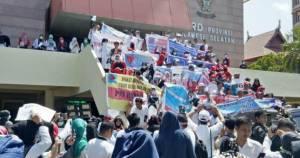 Honorer K2 Terbukti Mampu Menekan Pemerintah - JPNN.COM