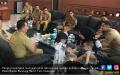 Ngantor Perdana Bawa Anak & Istri, Hengky Kurniawan Dicibir - JPNN.COM