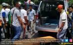 Truk Pengangkut 20 Ton Ikan Beku Terguling, Ibu & Anak Tewas - JPNN.COM