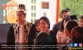 Poster Jokowi Berpakaian Raja, Ide Cerdas tapi Konyol - JPNN.COM