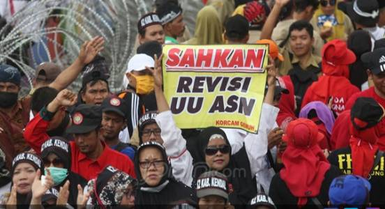 Yakin Jokowi 2 Periode, Genjot Revisi UU ASN demi Honorer K2 jadi PNS - JPNN.COM