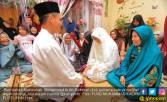 Pernikahan Mubarakah: Detik-detik Arifin Cium Kening Karima - JPNN.COM