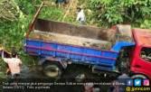 Truk Rombongan Pengungsi di Mamasa Terjun ke Sungai, 5 Tewas - JPNN.COM