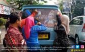 Kader PDIP Bersihkan Poster 'Raja Jokowi' - JPNN.COM