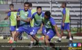 Tampil Bagus Kontra Persib, Alwi Slamet Bakal Main Lawan MU - JPNN.COM