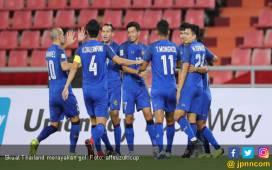 Thailand Gasak Indonesia 4-2, Ada Gol Indah dari Sepak Pojok - JPNN.COM