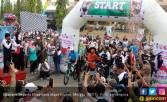 Permainan Kolongan Selingi Sepeda Nusantara Etape Kendal - JPNN.COM