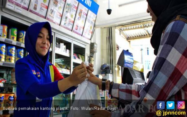KPTG Diterapkan, Penggunaan Kantong Plastik Turun - JPNN.com