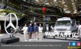 2 MPV Mewah Mercedes Benz Tebar Pesona di Kemang Village - JPNN.COM