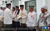 Presiden Serahkan 320 Sertifikat Wakaf di Banda Aceh - JPNN.COM