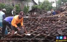 Puting Beliung Numpang Lewat, 4 Rumah Langsung Roboh - JPNN.COM