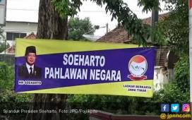 Spanduk Soeharto Tersebar, Bawaslu Tak Bisa Bertindak - JPNN.COM