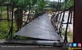 Jembatan Gantung Putus di Labuhanbatu, Warga Terseret Banjir - JPNN.COM