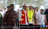 Jokowi Tekan Tombol Sirene, Pembangunan Tol Aceh Dimulai - JPNN.COM
