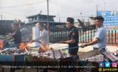Amankan Hak Negara, Bea Cukai Berantas Rokok - Miras Ilegal - JPNN.COM