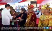 Jokowi Menyerahkan 6.000 Sertifikat Tanah di Jambi - JPNN.COM