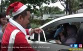 Hohoho, Lima Santa Claus Bagi Hadiah di Surabaya - JPNN.COM