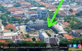 Bukan Faktor Alam, Ini Dugaan Penyebab Jalan Gubeng Ambles - JPNN.COM