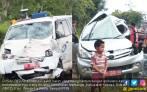 Ambulans vs Mobil Dinas: Pasien, Staf dan Plt Kadisdik Tewas - JPNN.COM