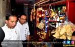 Didampingi Anies, Jokowi Blusukan ke Tambora - JPNN.COM