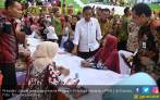 Jokowi Kawal Langsung Penyaluran PKH di Ciracas - JPNN.COM