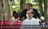 Kunjungi Garut, Pak Jokowi Potong Rambut - JPNN.COM