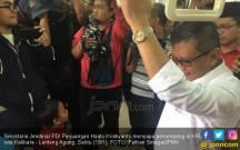 Naik KRL, Sekjen PDIP Pamer Kemajuan Transportasi Era Jokowi - JPNN.COM