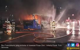 Bus TransJakarta Terbakar, Jalan di Dekat Pasar Baru Macet - JPNN.COM
