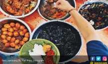 Menikmati Sajian Nasi Jamblang Ibu Nur Dibungkus Daun Jati