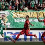 Pemain Persebaya Surabaya Manuchekhr Dzhalilov (hijau). Foto: Satriowcs for Persebaya