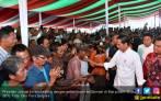 Di Hadapan Petani, Jokowi Jelaskan Upaya Pemerintah Dongkrak Harga Karet - JPNN.COM