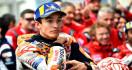 Kecelakaan di FP1 MotoGP Thailand, Marquez Kesakitan di Pinggul dan Kakinya - JPNN.com