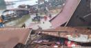 Jalan Poros di Kutai Kartanegara Diterjang Longsor, Empat Rumah Roboh - JPNN.com