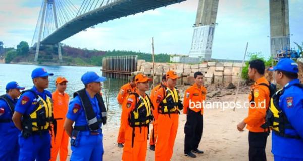 Pria Turun dari Mobil dan Langsung Terjun Bebas dari Jembatan Barelang - JPNN.com