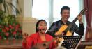 Endah Laras Bikin Jokowi-JK Berkokok di Istana - JPNN.com