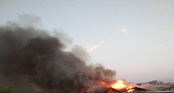 Kebakaran Melanda Pasar Baros Serang - JPNN.COM