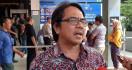 Tanpa Pengacara, Ade Armando Penuhi Panggilan Polda Metro Jaya - JPNN.com