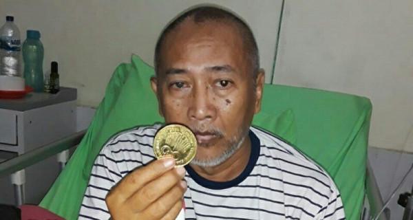 Dirawat di RS, Sugito Difoto Sembari Memegang Medali Emas - JPNN.com
