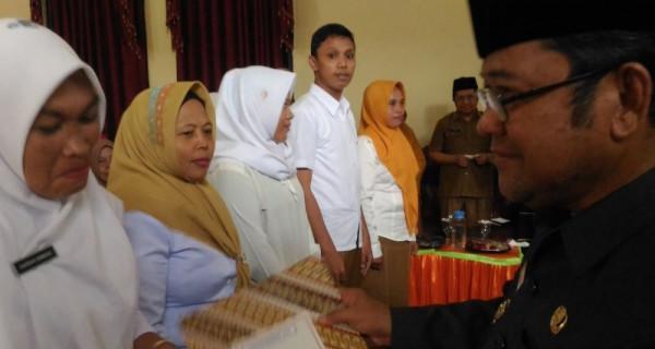 Ribuan Guru Tidak Tetap Menerima SK Pengangkatan - JPNN.com