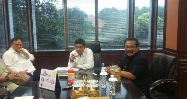 Menteri Yuddy Terima Kunjungan Pakde Karwo - JPNN.com