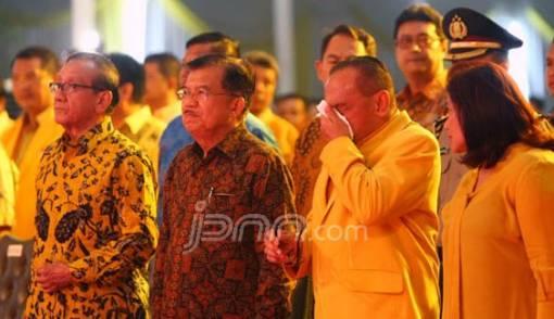 Akbar Tanjung Tak Ingin Jusuf Kalla jadi Cawapres - JPNN.COM