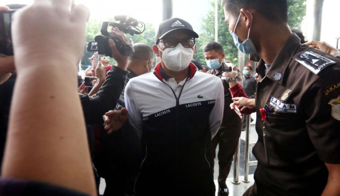 Anggota DPR dan mantan Bupati Probolinggo Hasan Aminuddin saat tiba di Gedung KPK, Jakarta, Senin (30/8). Puput terjaring operasi tangkap tangan (OTT) terkait dugaan kasus jual beli jabatan di Kabupaten Probolinggo, Jawa Timur. Foto: Ricardo - JPNN.com