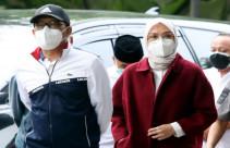 Bupati Probolinggo Bersama Suaminya Tiba di Gedung KPK - JPNN.com