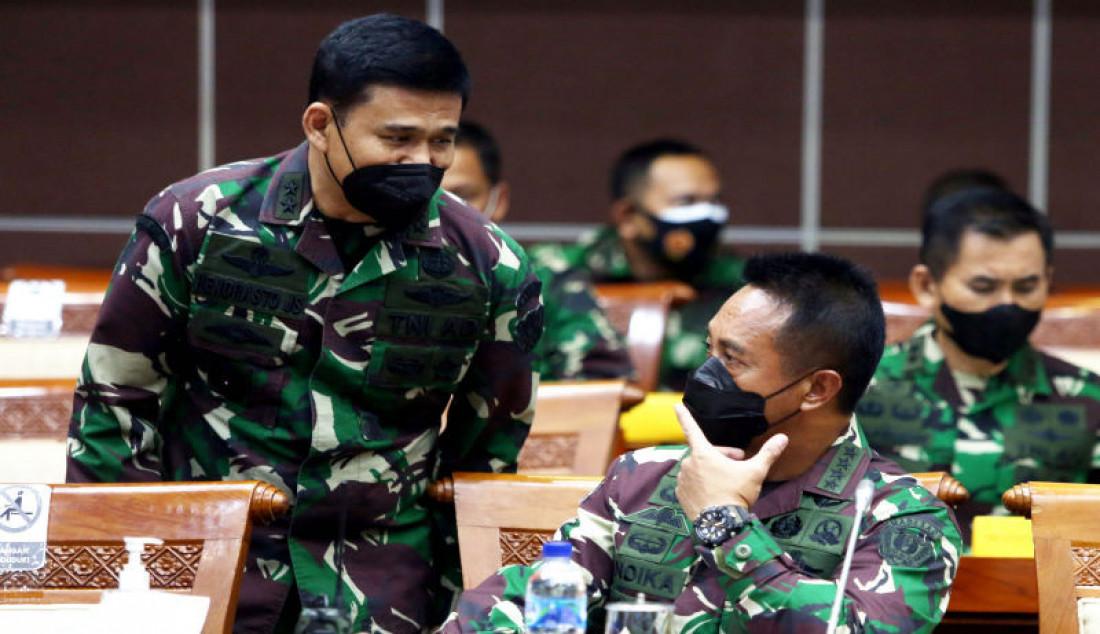 Kasad Jendral TNI Andika Perkasa (kanan) mengikuti rapat kerja dengan Komisi I DPR, Jakarta, Rabu (1/9). Foto: Ricardo - JPNN.com